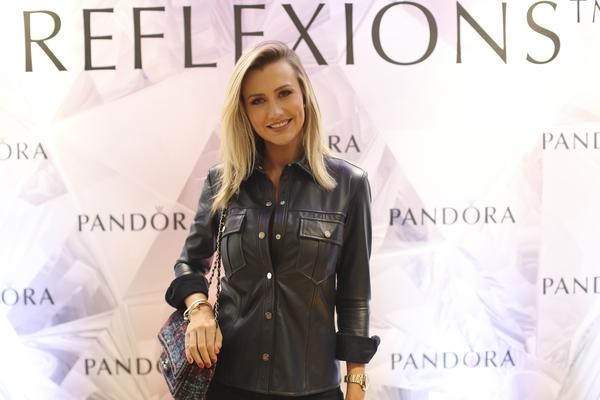 347847 831215 ana paula siebert140 web  - Pandora reúne convidados para lançamento da Coleção Reflexions