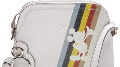 349109 836403 disney x arezzo   bolsa tiracolo pequena per tutti r 399 90 web  390x220 - Arezzo celebra o 90° aniversário do Mickey Mouse