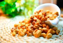 Castanha AlimentoAnticancerígeno CréditoPixaby 220x150 - Prevenção do câncer de mama inclui alimentação balanceada e exercícios