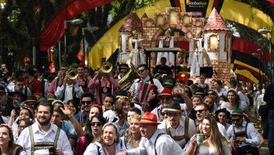 Desfile2 Domingo Credito Rodrigo Assmann1 390x220 - Oktoberfest comemora os 140 anos de Santa Cruz
