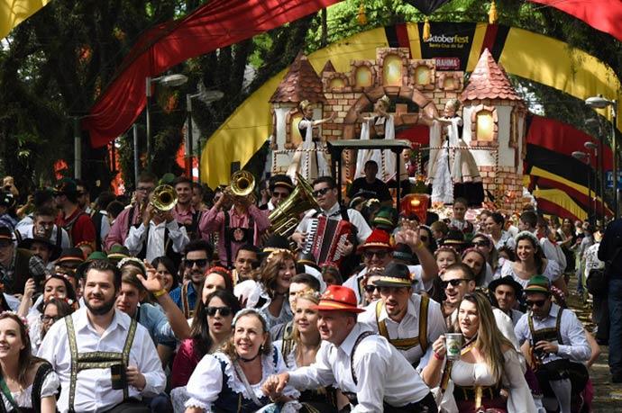Desfile2 Domingo Credito Rodrigo Assmann1 - Oktoberfest comemora os 140 anos de Santa Cruz
