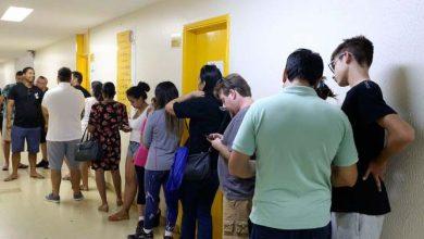Eleitores vão às urnas no primeiro turno das eleições 390x220 - Propaganda política só depois das 17h de hoje