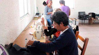 OficinaCorteCosturaVenezuelanas 390x220 - Venezuelanas participam de curso de corte e costura em Esteio