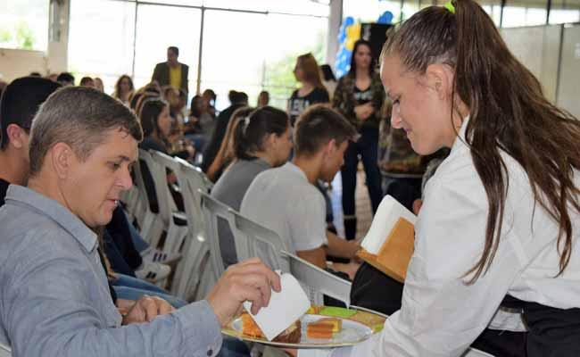 Premiação da Feirarte 2 - Premiação da Feirarte reúne alunos e familiares das oficinas na Asbem