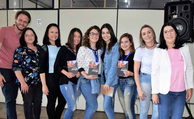 Premiação da Feirarte 3 - Premiação da Feirarte reúne alunos e familiares das oficinas na Asbem