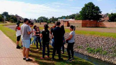 Semmam nascente arroio 1 390x220 - Estudantes do Colégio Agrícola fazem observação do Arroio Kruse
