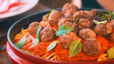 Revista News almondegas-390x220 Espaguete com molho de tomate assado e mini almôndegas