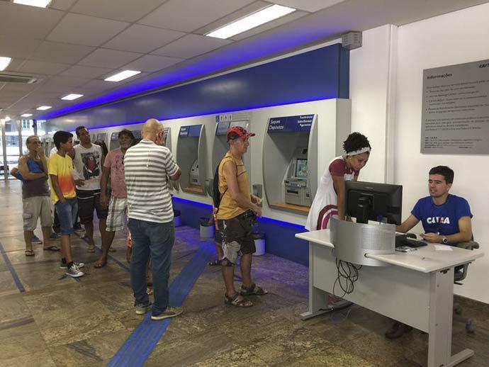 caixa - Bancos não podem deixar de atender clientes presencialmente