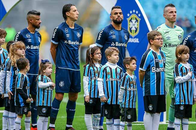 criana a entra em campo especial libertadores - Grêmio promove o Criança Entra em Campo