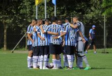 gra mio derrota o cricia ma pela copa sul sub 19 220x150 - Sub-19 do Grêmio vence o Criciúma