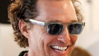 83ecbe59bd855 Matthew McConaughey usa óculos Polaroid · Angelina Jolie ...