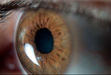 olho 1 220x150 - Smartphones e computadores aceleram envelhecimento da visão