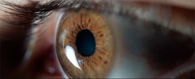 olho 1 - Smartphones e computadores aceleram envelhecimento da visão