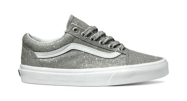 350226 841709 ucl  old skool lurex glitter  silver true white vn0a38g1uaw web  - Vans Lança o Novo Lurex Glitter Pack