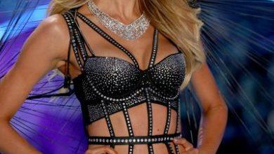 350238 841825 candice swanepoel walks the runway wearing swarovski in the 2018 vsfs 5 web  390x220 - Atelier Swarovski apresentou joias no Victoria's Secret Fashion Show