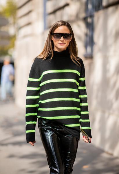 Olivia Palermo usa óculos Givenchy em Paris   Revista News 3ceac9e1c1