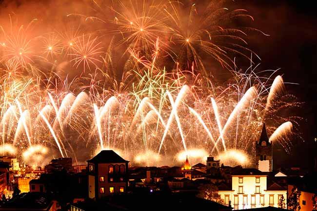 6LksvUQ - Festas de fim de ano animam a Ilha da Madeira, Portugal