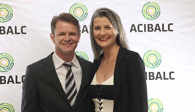 Augusto Munchen e Maria Pissaia - Maria Pissaia é eleita presidente daAcibalc