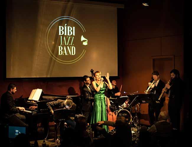 Bibi Jazz Band Bruna Marchioro - Bibi Jazz Band faz show dia 11 ao pôr do sol do Butiá