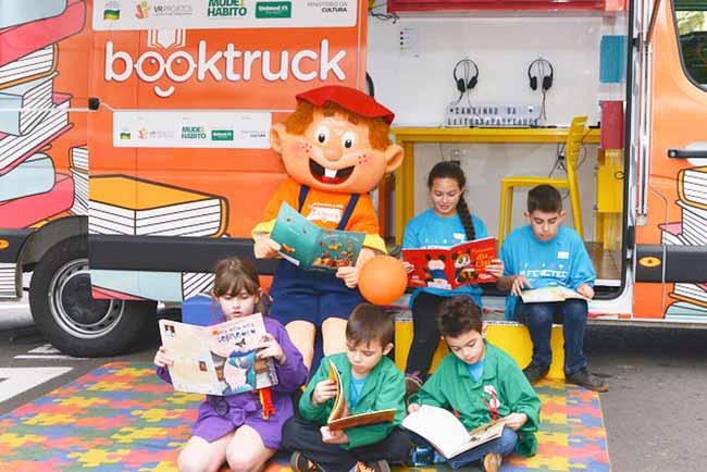 Fotografia Bere Fischer 3 - Book Truck apresenta contação de histórias de inclusão na 64ª Feira do Livro de Porto Alegre