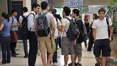 Fuvest usp alunos 390x220 - Mais de 8 mil vagas em disputa no vestibular da USP
