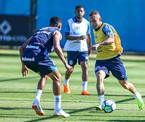 Gremio treina bem 2 - Grêmio treina de olho no G4