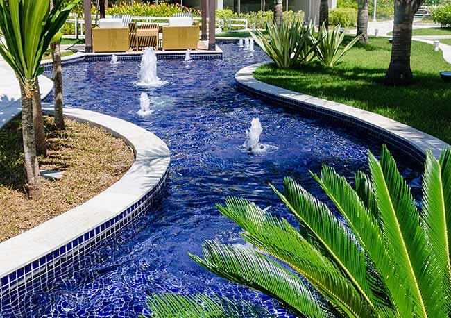 Super NGK2 - A diferença entre a cerâmica e a porcelana para revestir piscinas