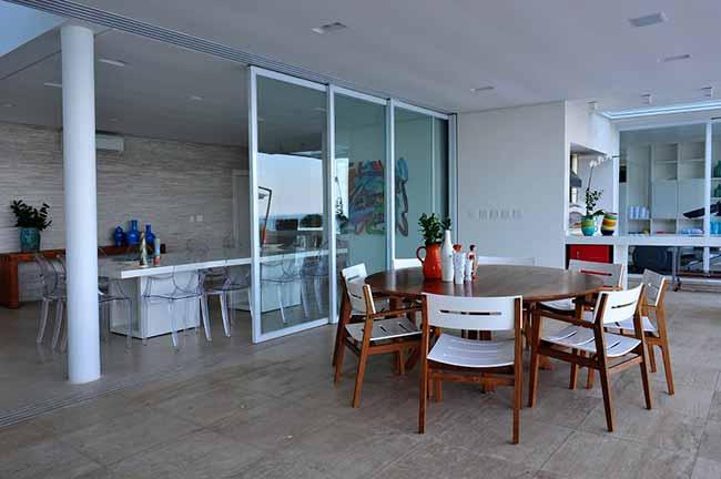 arquiteta Karina Korn 1 - Casa na praia destaca vista com piscina de borda infinita