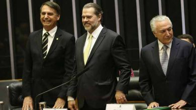 bolsontofolli 390x220 - Bolsonaro deve ser diplomado dia 11 de dezembro
