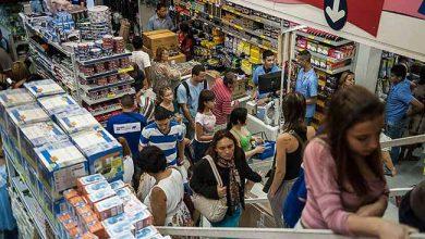 compras no comercio 390x220 - Confiança do Consumidor recua 0,4 ponto em julho