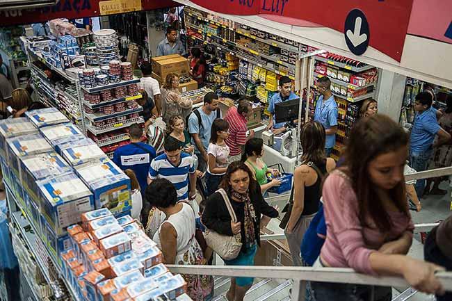 compras no comercio - Confiança do consumidor é a maior desde janeiro de 2014
