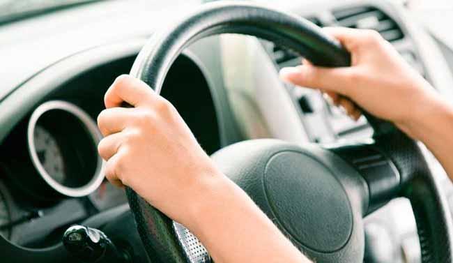 dirigir - Passar horas ao volante pode aumentar problemas musculares
