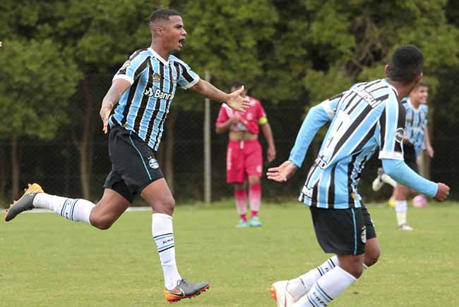 gremio bate o inter sm e se classifica para as quartas de final da copa wianey carlet - Grêmio vence o Inter-SM pela Copa Wianey Carlet