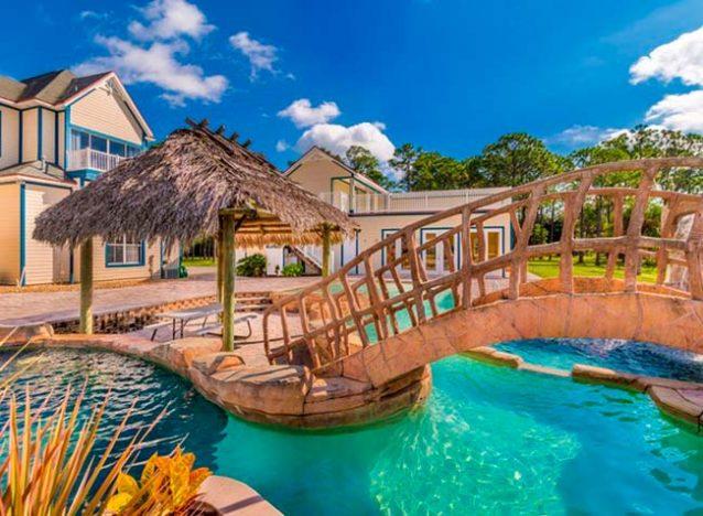 img48 1 638x468 - Conheça casa feita com itens de antigos parques da Disney