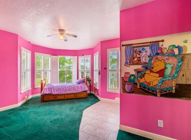 img48 2 - Conheça casa feita com itens de antigos parques da Disney