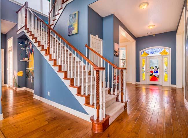 img48 5 - Conheça casa feita com itens de antigos parques da Disney