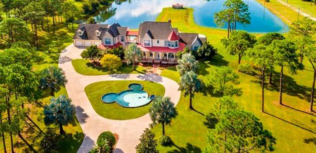 img48 6 - Conheça casa feita com itens de antigos parques da Disney
