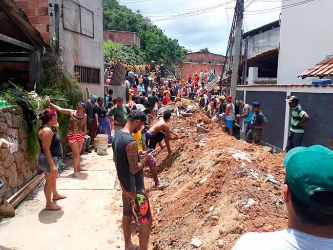 jose lucena efe2 - Dez mortes confirmadas na tragédia em Niterói