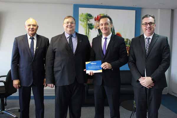 sescom - Senac-RS assina parceria educacional com o Sescon RS