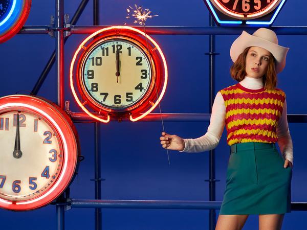 352449 851214 ho18 mbb stills 1080x810 5 web  - Millie Bobby Brown estrela shooting natalino da Calvin Klein