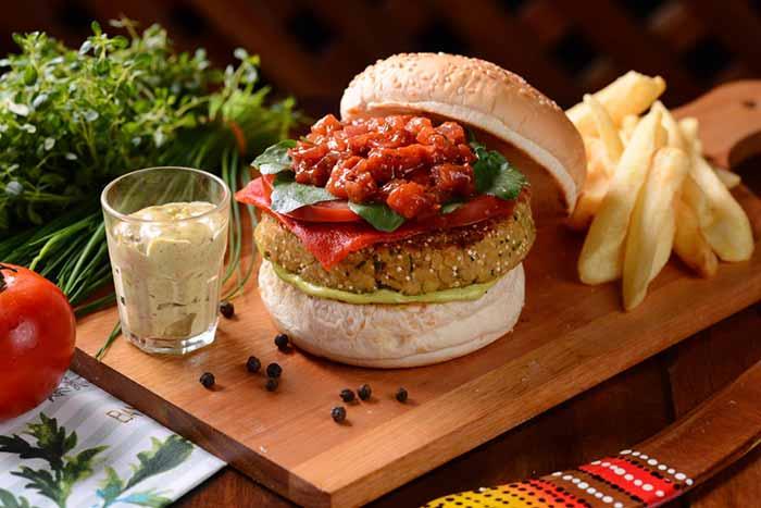 Burger vegano Foto Luciano Dias - Didge BC lança hambúrguer vegano com grão de bico, quinoa e aveia