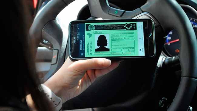 Carteira Nacional de Habilitação - Cem mil gaúchos já têm a Carteira Nacional de Habilitação no celular
