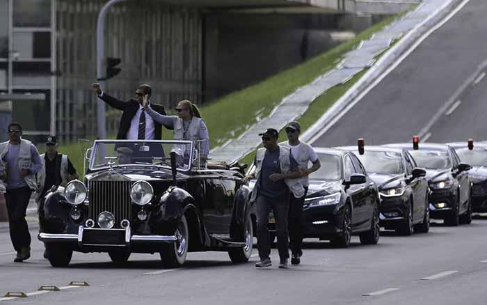 Ensaio da posse de Bolsonaro tem desfile em carro aberto - Ensaio da posse de Bolsonaro tem desfile em carro aberto