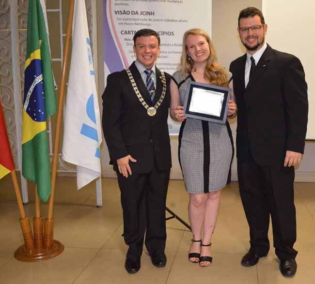 Fabiane Kuhn recebe Prêmio TOYP Brasil - Fabiane Kuhn recebe Prêmio TOYP Brasil