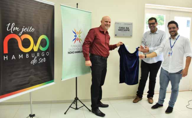 Fagan Naasom e Rafaga descerraram uma placa alusiva à inauguração da Casa da Gestante - Casa da Gestante é um marco na assistência às mamães e bebês na Região Sul do País