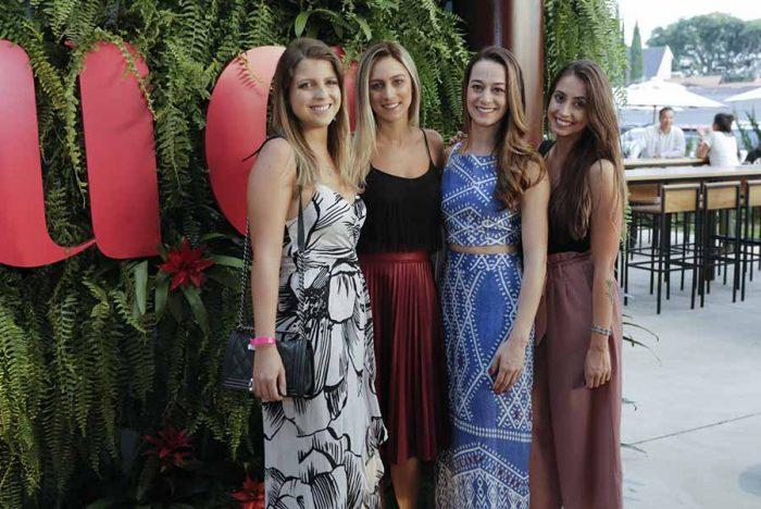 Giuliane Souza Amanda Zattoni a sócia proprietária Priscilla Bley Zornig e Jessica Volpe 700x468 - Espaço gastronômico Souq é inaugurado em Curitiba