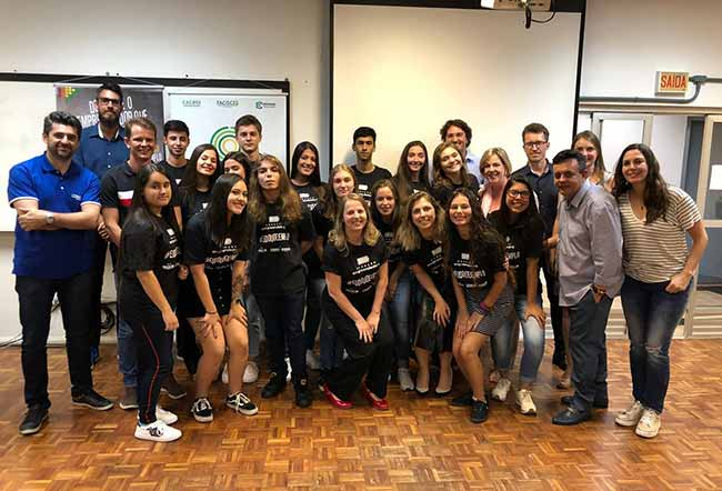 Mentores e participantes do projeto - Programa Geração Empreendedora forma estudantes do ensino médio em BC e Camboriú