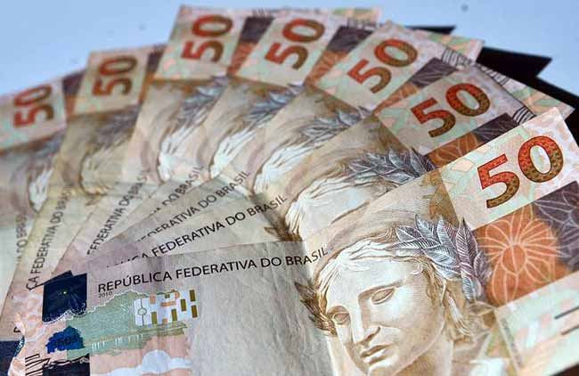 Notas de 50 reais - Cesta básica fica 0,25% mais barata