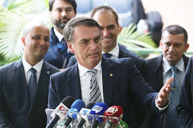 bolsonaro - Militares apresentam a Bolsonaro situação da segurança nos estados