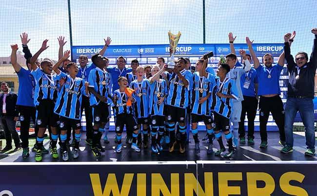 grêmio Formando jogadores - Grêmio: Formando jogadores e colecionando taças